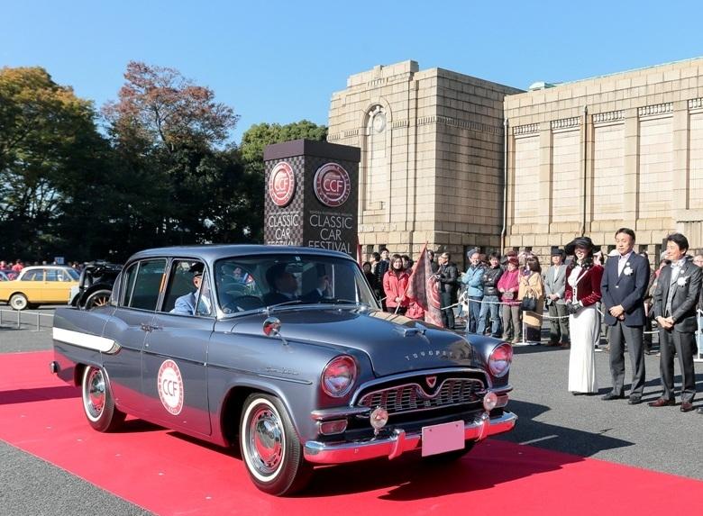 54019-toyota-feiert-zehnten-geburtstag-des-classic-car-festivals-classic-car-parade